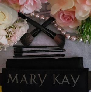 Mary Kay Cosmetic Brush Set w/case